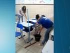 Com terceirizados em greve, alunos lavam salas de aulas no interior da BA