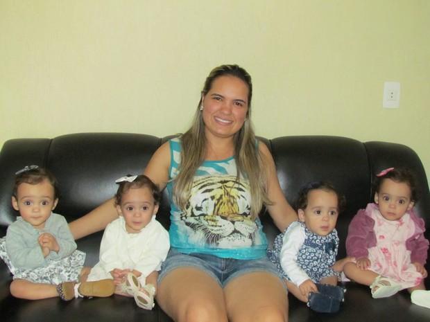 Este será o primeiro dia das mães de Rosane com as quadrigêmeas em Santo Antônio do Monte (Foto: Ademar de Oliveira/Gazeta Montense)