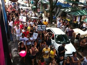 Pessoas levaram cartazes e faixas com mensagens em defesa dos animais (Foto: Catarina Barbosa/Arquivo Pessoal)