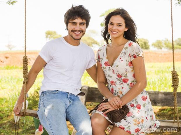 Guilherme Leicam e Bruna Marquezine analisam ciúme na namoro de Laerte e Helena (Foto: João Miguel Júnior / TV Globo)