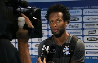 Zé Roberto, meia do Grêmio (Foto: Diego Guichard)
