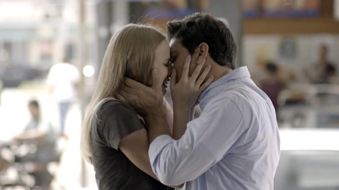 Bruno e Jéssica se emocionam em despedida (Foto: TV Globo)