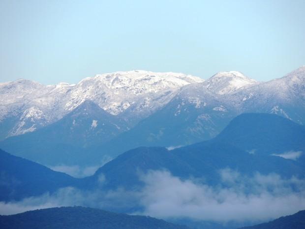 Morro do Cambirela, na Grande Florianópolis, ficou coberto com camada de neve (Foto: Fernanda Burigo/G1)