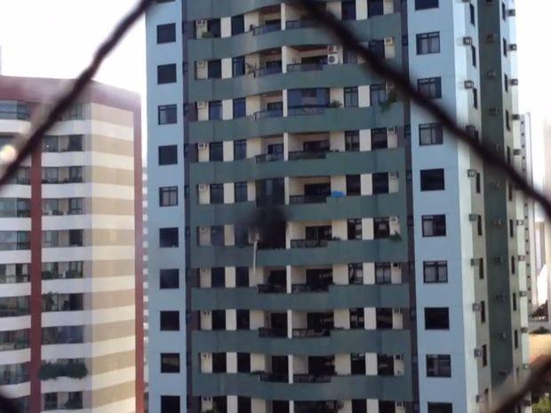 Esutante flagra incendio em apartamento do bairro Jardins (Foto: Ruy Gois/Internauta)