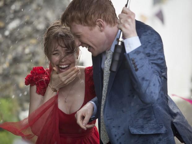 Rachel McAdams e Domhnall Gleeson em 'Questão de tempo' (Foto: Divulgação)