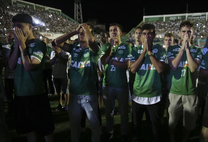 Jogadores Chapecoense Arena Condá (Foto: AP Photo/Andre Penner)