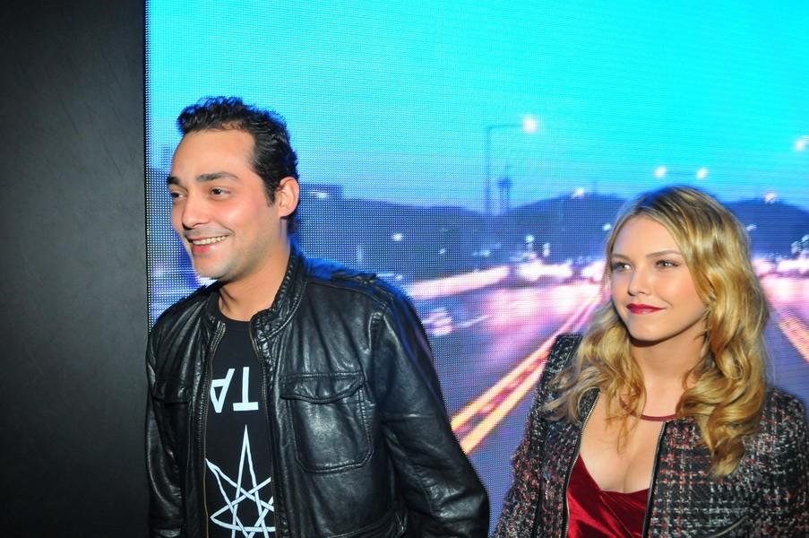 Eduardo Sterblitch e a namorada (Foto: Cassiano de Sousa / divulgação)