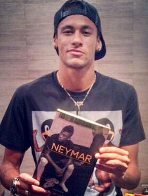 Neymar livro  (Foto: Reprodução / Instagram)