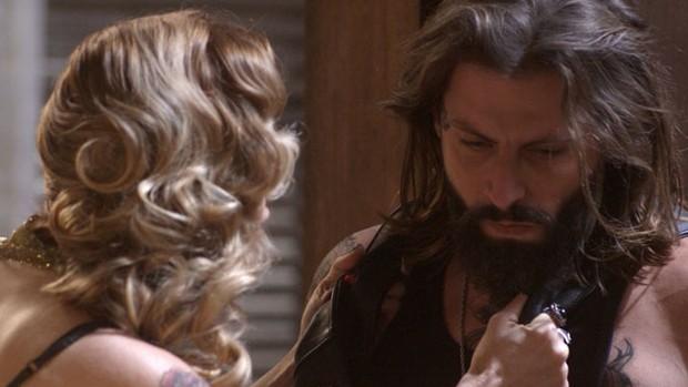 Sol Nascente: Lenita conta a Ralf que está namorando (divulgação)