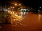 Chuva para, mas ruas continuam alagadas em Ji-Paraná, RO