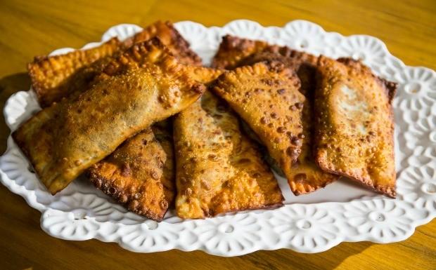 Receitas da Carolina - pastel de feijo (Foto: Robert Schwenck)