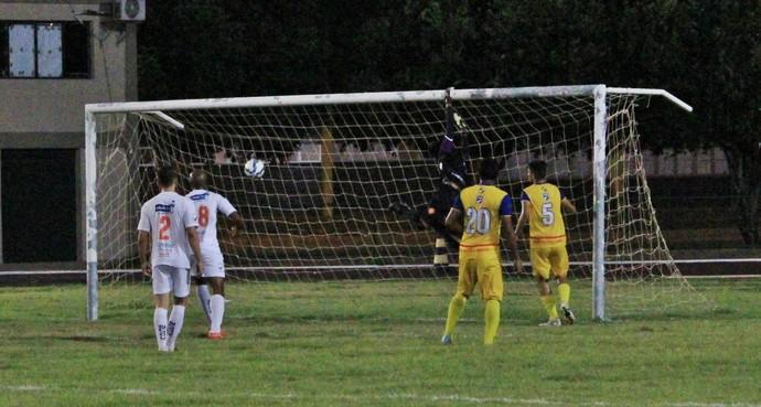Momento do gol olímpico, o lance mais bonito da temporada (Foto: Imagem/Tércio Neto)