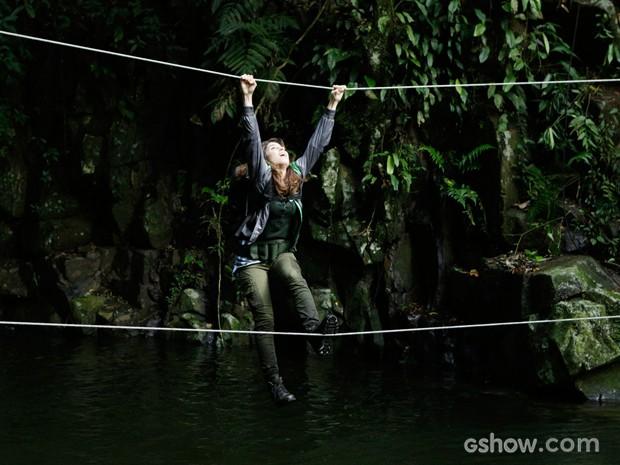 Engenheira fica com medo e acaba caindo no rio (Foto: Fábio Rocha/TV Globo)
