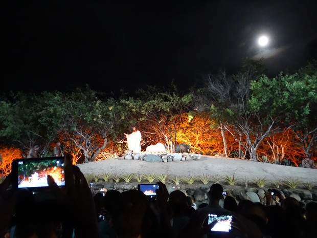 Espectadores registram momento no qual Jesus é tentado no Horto das Oliveiras (Foto: Joalline Nascimento/G1)