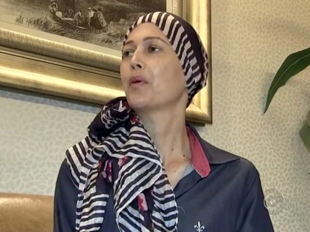 Eliane passou por cirurgia contra a doença de Crohn em Rio Preto  (Foto: Reprodução/TV TEM)