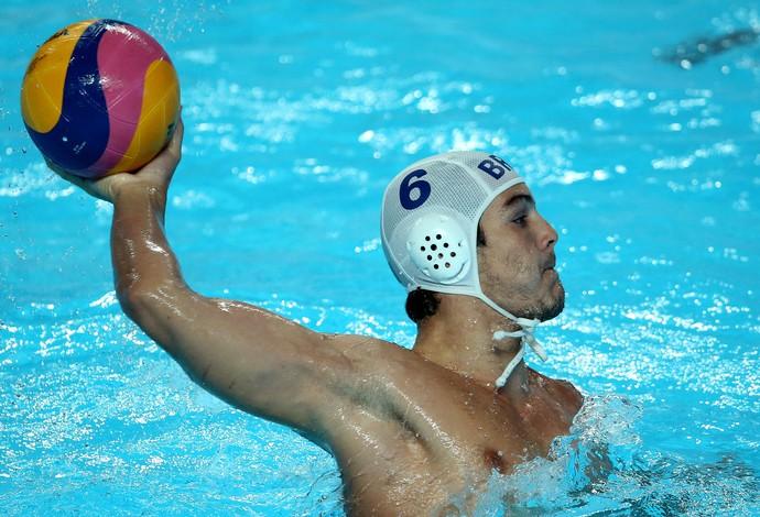 Bernardo Gomes em ação no jogo entre Brasil e Canada pelo polo aquático do Campeonato Mundial de Desportos Aquaticos em Kazan, Rússia (Foto: Satiro Sodre/SSPress)