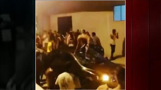 Dois carros são depredados após festa de pré-carnaval no litoral de SC