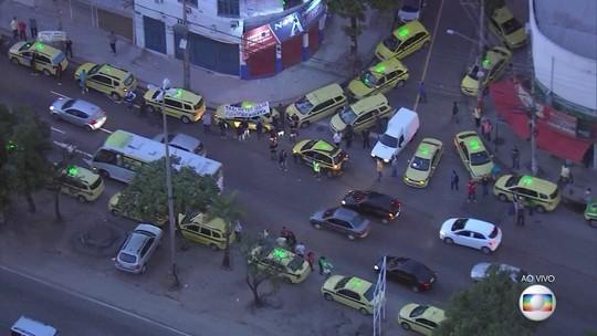 Taxistas protestam contra aplicativos de transportes no Rio