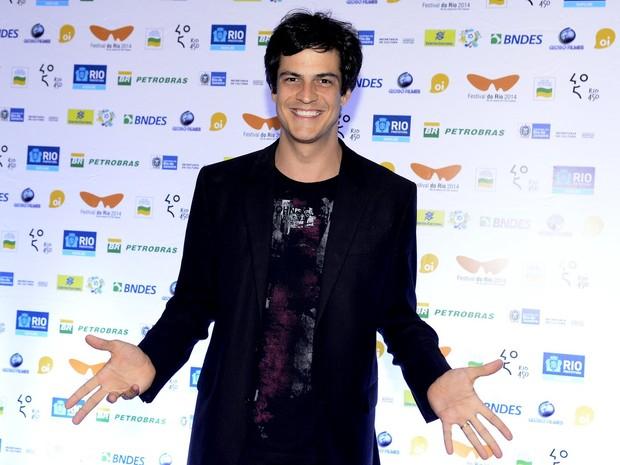 Mateus Solano em prêmio no Rio (Foto: Roberto Teixeira/ EGO)