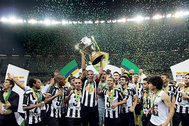 É GALO Os jogadores  do Atlético comemoram a conquista da Copa do Brasil (Foto: Gustavo Theza /Brazil Photo Press )