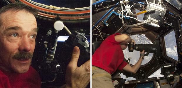 A bordo da ISS, o astronauta canadense Chris Hadfield com sua câmera (Foto: Divulgação/Nasa)
