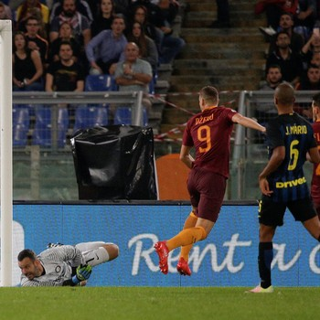 Edin Dzeko Roma x Inter de Milão (Foto: Reuters)