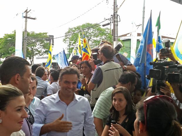 Aécio participa de caminhada em Belo Horizonte (Foto: Thaís Pimentel / G1)