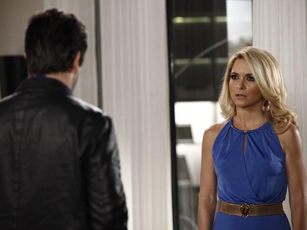 Jonas ameaça tirar patrocínio da Parker TV e deixa Pamela enfurecida (Foto: Inácio Moraes/TV Globo)