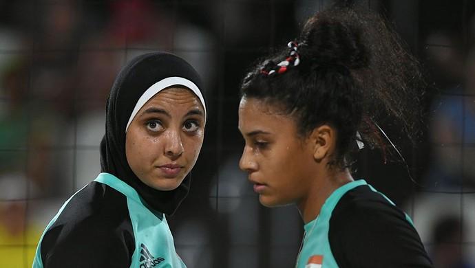 Doaa Elgobashy e Nada Meawad; vôlei de praia; Egito (Foto: YASUYOSHI CHIBA/AFP/Getty Images)