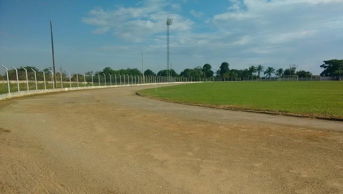 Pista de atletismo do Biancão em Ji-Paraná (Foto: Pâmela Fernandes)