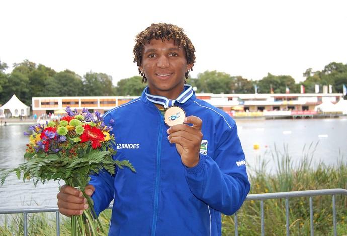 Isaquias Queiroz conquistou o bronze no Mundial de Canoagem em Duisburg, Alemanha (Foto: Divulgação)