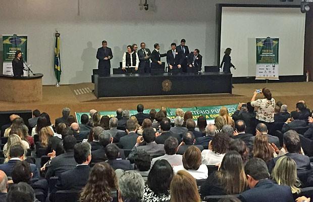 Ato de juízes e procuradores, na Câmara dos Deputados, contra projeto do abuso de autoridade (Foto: Nathalia Passarinho / G1)