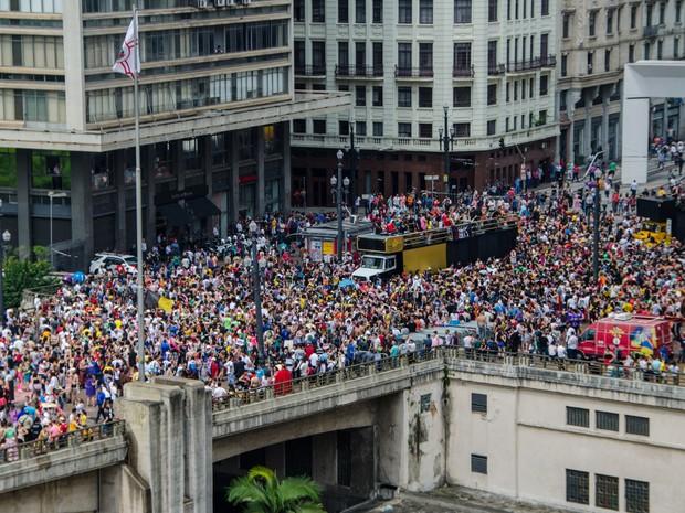 Estudantes participam da 'Peruada', tradicional festa organizada pela faculdade de direito do Largo da São Francisco (USP) no centro de São Paulo. Com o evento, algumas vias da região central precisaram ser interditadas (Foto: Gero/Estadão Conteúdo)