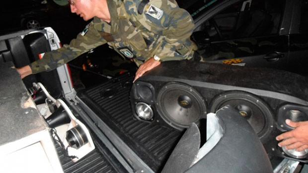 Paredões de som foram apreendidos em frente a bares e casas em Natal (Foto: Divulgação/Secom)