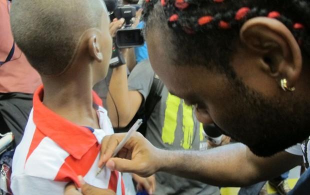 Vagner Love e mala embarque (Foto: Janir Junior / Globoesporte.com)