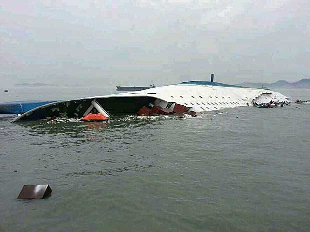 Embarcação com mais de 400 a bordo virou e afundou na Coreia do Sul (Foto: AFP Photo)