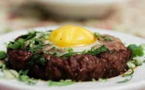 'Cozinha Para 2' - Bolovo: receita de carne moída com ovo 620x385