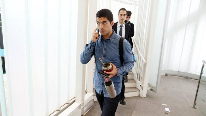 Suárez na viagem à Holanda (Foto: Facebook)