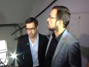 Dono do Audi, Thiago Brentrano (esq), chegou em delegacia com advogado (Foto: Reprodução/RBS TV)