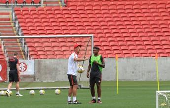 Após comunicado, conversa entre Lisca e Vitinho marca treino do Inter