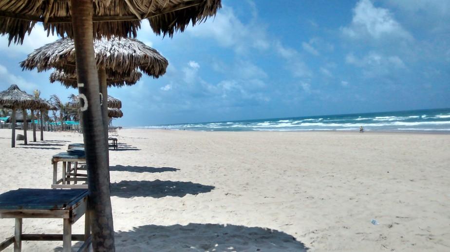 Estado pretende intervir em decisão que determina retirada de barracas irregulares na Praia do Futuro