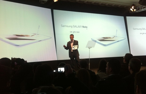 Michel Piestun, vice-presidente de Telecom da Samsung Brasil, apresenta o Samsung Galaxy Note 10.1  (Foto: Ligia Aguilhar)