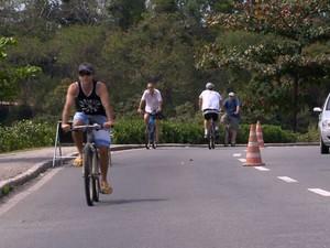 Projeto ensina pessoas a andarem de bicicleta (Foto: Reprodução/ TV Gazeta)