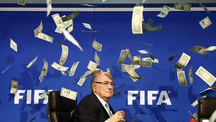 Protesto Fifa Joseph Blatter dinheiro (Foto: Reuters)