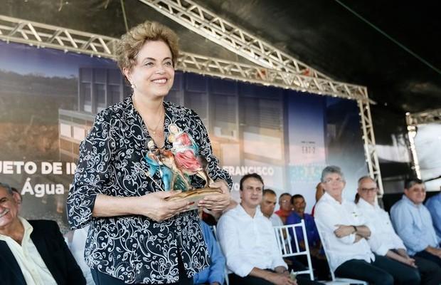 Dilma: Eu não vou renunciar e não vou ficar debaixo do tapete