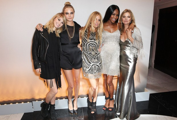 Suki Waterhouse, Cara Delevingne, Sienna Miller, Naomi Campbell e Kate Moss (Foto: Getty Images/Agência)