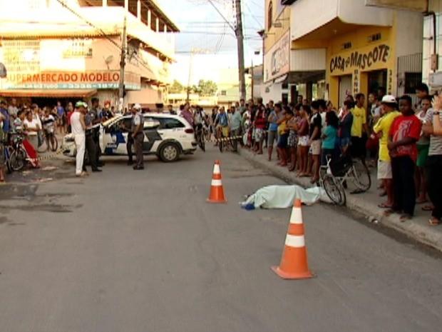 Idoso é atropelado em avenida movimentada da Serra, ES (Foto: Reprodução/TV Gazeta)