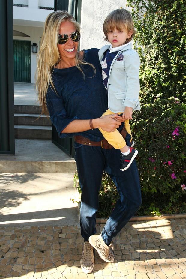 Adriane Galisteu com o filho Vittorio (Foto: Manuela Scarpa / Foto Rio News)