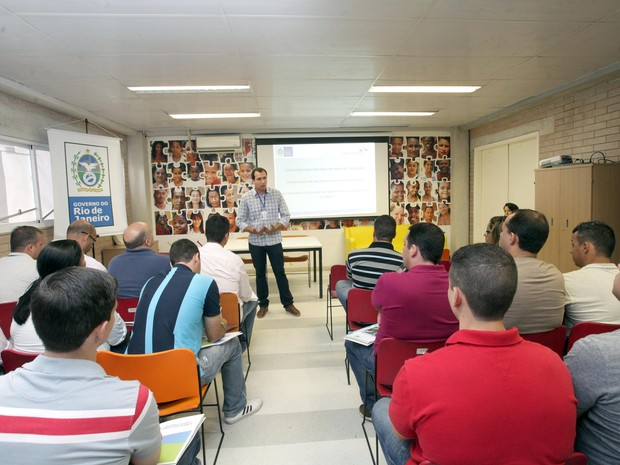 Curso para comandantes de UPPs foi realizado na Biblioteca Parque de Manguinhos (Foto: Clarice Castro / Divulgação Governo do Estado do RJ)