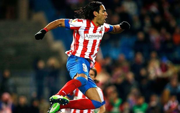 Falcao Garcia comemora gol do Atlético de Madri sobre o La Coruña (Foto: Reuters)